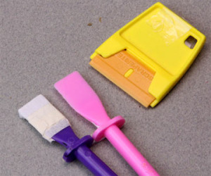 Как убрать клей с пластика