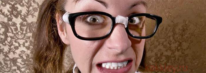 Как склеить сломавшиеся очки дома