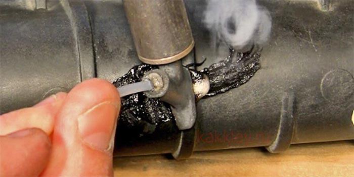 Запаивание трещины в пластике радиатора припоем